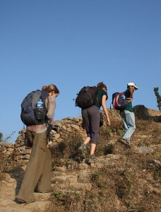 A couple adventurous Hikers take the trail to Kumpur village. (Photo via Wikimedia Commons, by Ramghale)