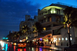 Ocean Drive at night in South Beach. Photo via Wikimedia Commons by chensiyuan.