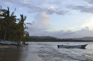 View of the beach at sunset in Puerto Viejo de Talamanca. Photo via Wikimedia by Letartean.