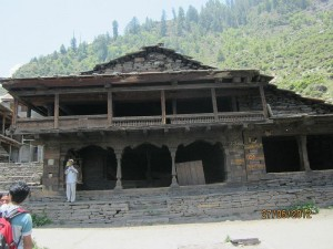 A building in the village of Malana, India. Photo via Wikimedia by Asheesh123sharma