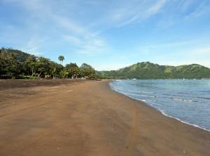 Playa del Coco in Guanacaste, Costa Rica. Via Wikimedia by Haakon S. Krohn.
