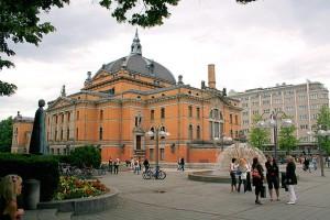 Oslo National Theater. Via Wikimedia by Fiulploii.