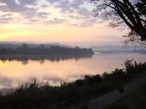 Dawn over Mekong (Chiang Khong, Thailand). Via Wikimedia by Ond?ej Žvá?ek.